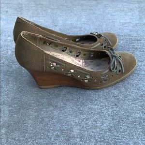 Seychelles olive green wedges size 7